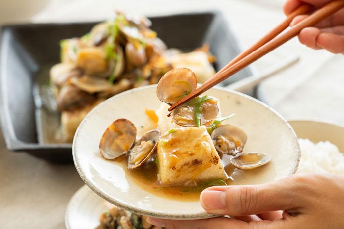 豆腐が主役のヘルシーおかず「豆腐ステーキのあさりあんかけ